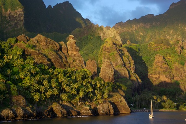 The anchorage at Fatu Hiva, Marquesas. Photo: Mon Odyssée